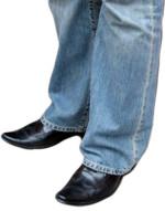 Kot pantolon ve kösele ayakkabı